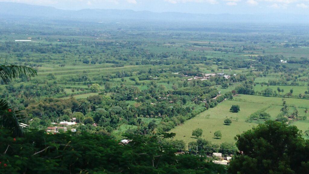 EL Cibao Oriental (Valle Vega Real) visto desde el Santo Cerro